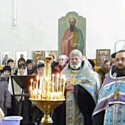 Первая литургия в возвращенном храме